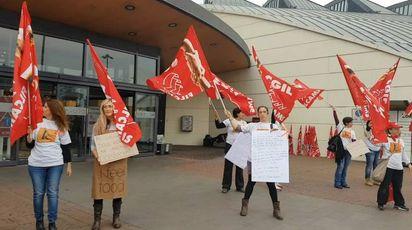 La protesta davanti ai Gigli