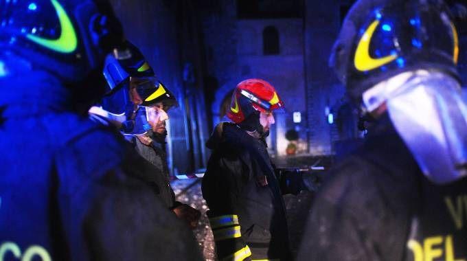 Marche, vigili del fuoco al lavoro dopo il terremoto (Lapresse)