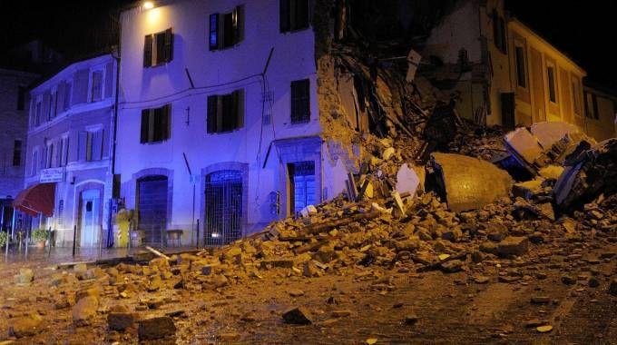 Terremoto, crolli e danni a Camerino (Lapresse)
