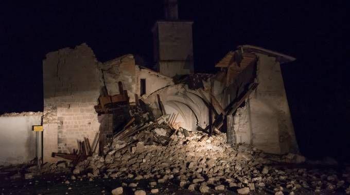 Crolla la chiesa di San Salvatore a Campi (Lapresse)
