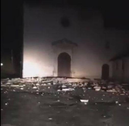 Crolli nella chiesa di Santa Maria delle Grazie a Norcia (Twitter/Ansa)