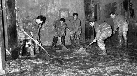 L'Alluvione di Firenze del 1966 (foto archivio storico Fotocronache Germogli)