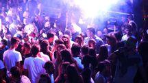 Una discoteca stracolma di pubblico