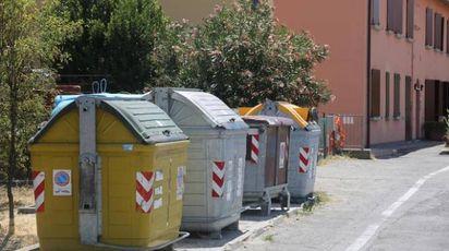 I cassonetti che saranno sostituiti in via San Martino