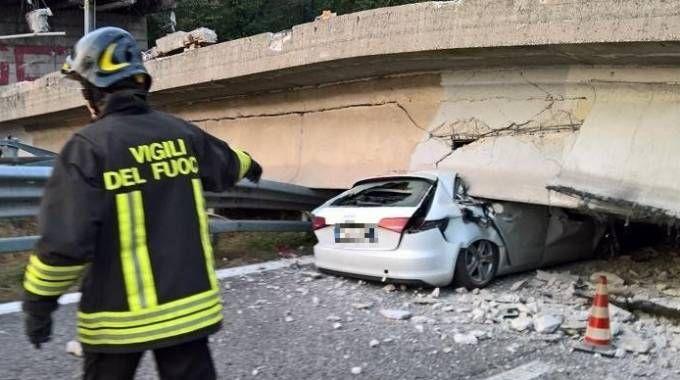 Annone Brianza, crolla cavalcavia sulla Superstrada 36