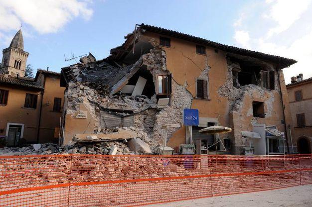 Crolli nel centro di Visso (foto Calavita)