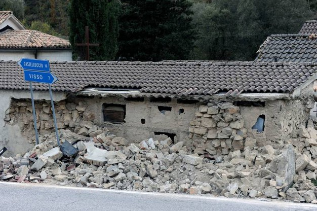 Crolli a Castelsantangelo sul Nera (foto Calavita)