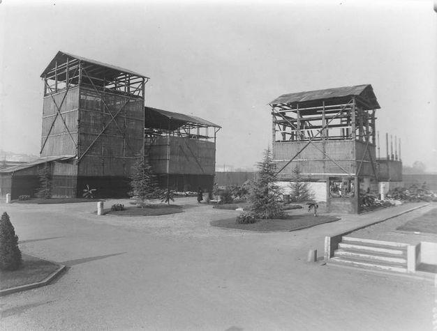 Edicole in costruzione al Monumentale