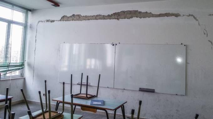 Una delle scuole devastate dal terremoto (Zeppilli)