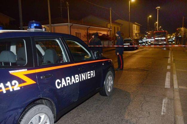 I carabinieri bloccano la strada a Porto Viro (foto Donzelli)