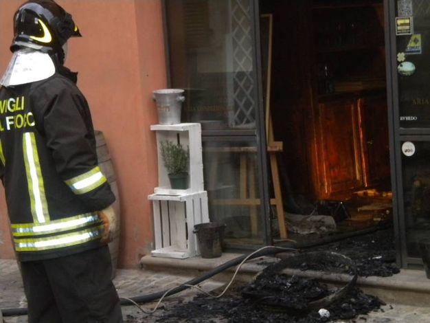 Notte di fuocoa  Fano: incendiato il ristorante Tiravino