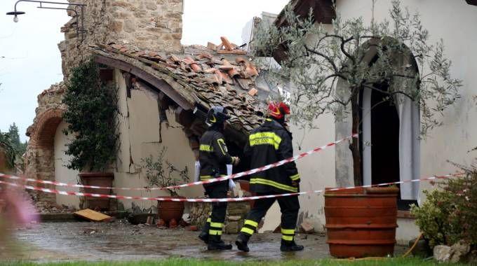esplosione a bagno a ripoli i vigili del fuoco sul posto foto germogli