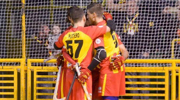 I giocatori dell'Amatori festeggiano un gol