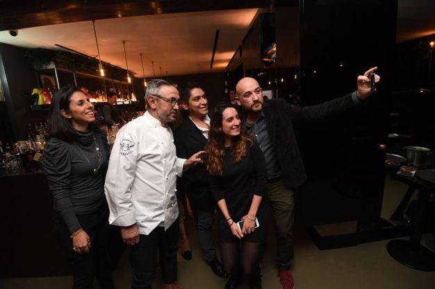 I vincitori del contest scattano selfie con Bruno Barbieri