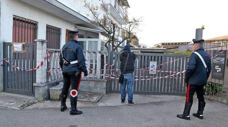 I carabinieri davanti alla villetta del massacro(Sacchiero)