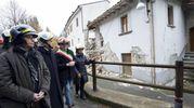Il presidente della Repubblica Sergio Mattarella visita Ussita devastata dal terremoto (foto Ansa)