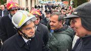 Il presidente Sergio Mattarella incontra la gente di Ussita (foto Ansa)
