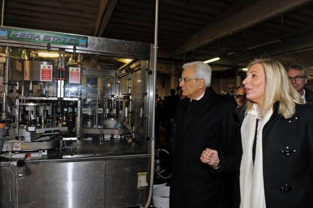 L'amministratrice Sabrina Storani ha mostrato al presidente le fasi di imbottigliamento dell'acqua del monte Bove (Calavita)