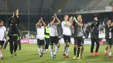 Cesena-Avellino 3-0, i bianconeri salutano la curva (foto Ravaglia)