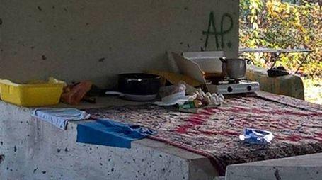 DISAGIO SOCIALE Lo sgombero dei rom da via Cimarosa l'agosto scorso e il nuovo accampamento abusivo sotto le campate dell'autostrada