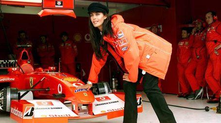 Megane Gale a Imola al GP di San Marino nel 2002 (Ansa)