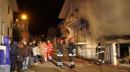 L'incendio a Campiglione (Foto Zeppilli)