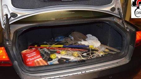 Il baule dell'auto fermata dai carabinieri (foto Dimarcopalombi)