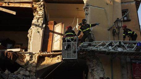 Terremoto, Vigili del fuoco al lavoro