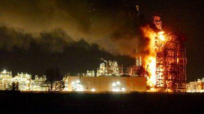L'incendio in raffineria