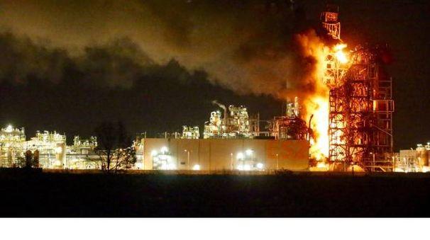 L'incendio in raffineria a Sannazzaro