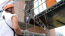 Una delle fasi di messa in sicurezza del Palaspecchi nei mesi precedenti (foto archivio  Businesspress)