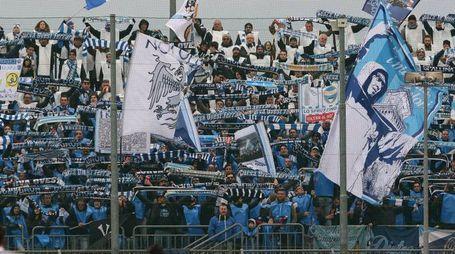 I tifosi della Spal festeggiano la vittoria (foto LaPresse)