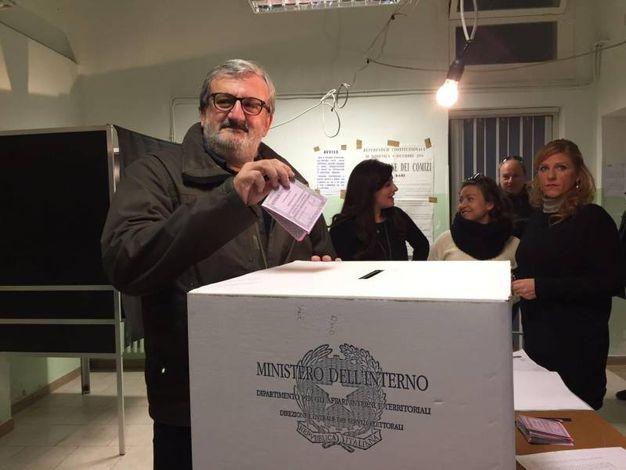 Il governatore della Puglia Emiliano (Ansa)