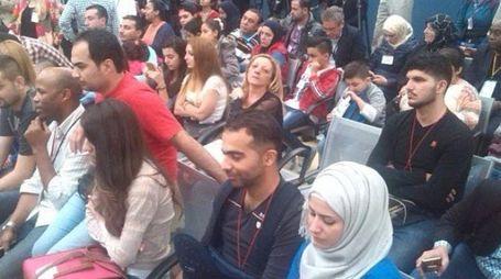 L'ARRIVO IN AEROPORTO I profughi siriani allo sbarco in Italia all'aeroporto Leonardo Da Vinci