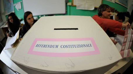 Referendum costituzionale, urne chiuse alle 23 (Foto Emma)