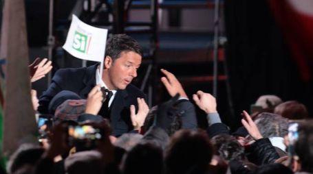 Renzi in piazza della Signoria nel discorso conclusivo della campagna referendaria