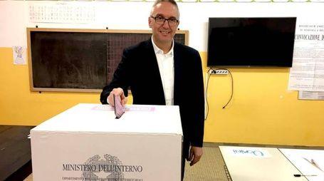 Il presidente della Regione Marche Luca Ceriscioli ha votato a Pesaro (Foto Ansa)