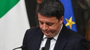Matteo Renzi si commuove durante il discorso di dimissioni (Ansa)