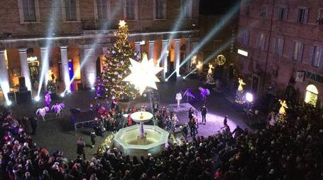 Natale a Urbino, spettacolo di luci e colori (Foto Ottaviani)