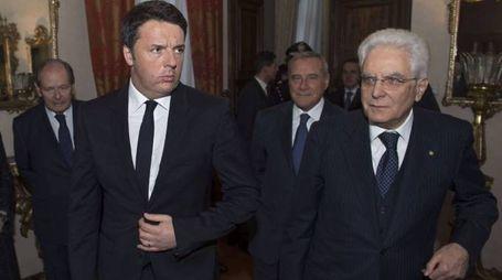 Matteo Renzi e Sergio Mattarella, dietro Pietro Grasso (Imagoeconomica)