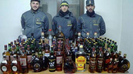 Parte degli alcolici sequestrati dalla Finanza