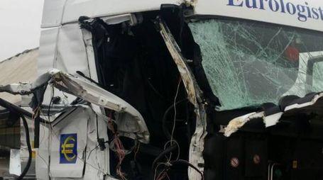Uno dei due camion coinvolti nell'incidente