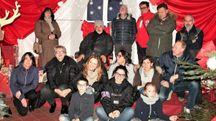 Gli organizzatori del «Villaggio di Babbo Natale»: l'inaugurazione in piazza Dodi a Pontremoli