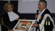 Ornella Barra con il magnifico rettore Vilberto Stocchi (foto Pierucci)