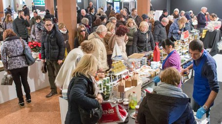 'Regalo a palazzo', fino a domenica 11 dicembre a Palazzo Re Enzo (Foto Schicchi)