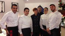 Lo chef Michele Bacilieri (primo a sinistra) con lo staff  della sua 'Cucina' di via Terranuova