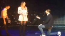 Morata chiede la mano di Alice Campello a uno show (da youtube)