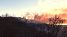 Incendio sul monte Cupolino