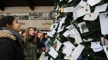 Stazione SMN, albero di natale carico di bigliettini per Babbo Natale