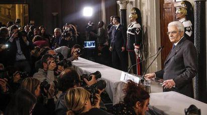 Governo, il presidente della Repubblica Sergio Mattarella dopo le consultazioni (Ansa)